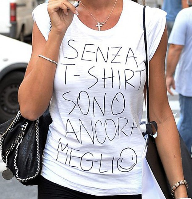 nicole minetti in t-shirt